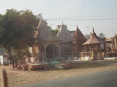 インド 赤砂岩建物販売.png