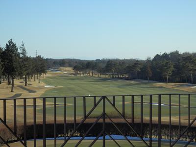 窓からゴルフコース.png
