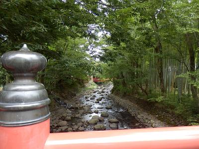 竹の小径 赤い橋.png