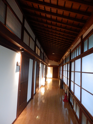 菊屋 部屋前廊下.png
