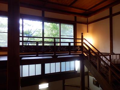 部屋への階段.png