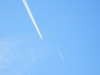 飛行機雲ダブル.png