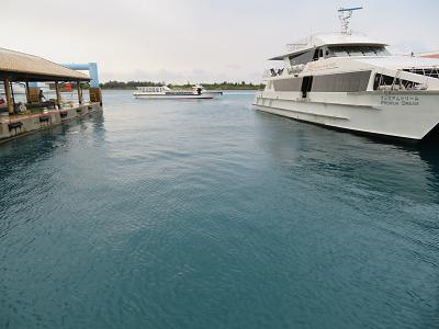 港船と海面.png