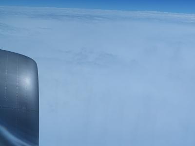 石垣飛行機 厚い雲の上.png