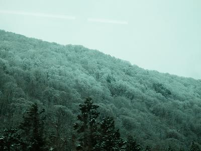 4月の雪景色山寺.png